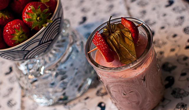 Erdbeer-Lassi-mit-Zitrone-und-Honig-252814-von-27-2529