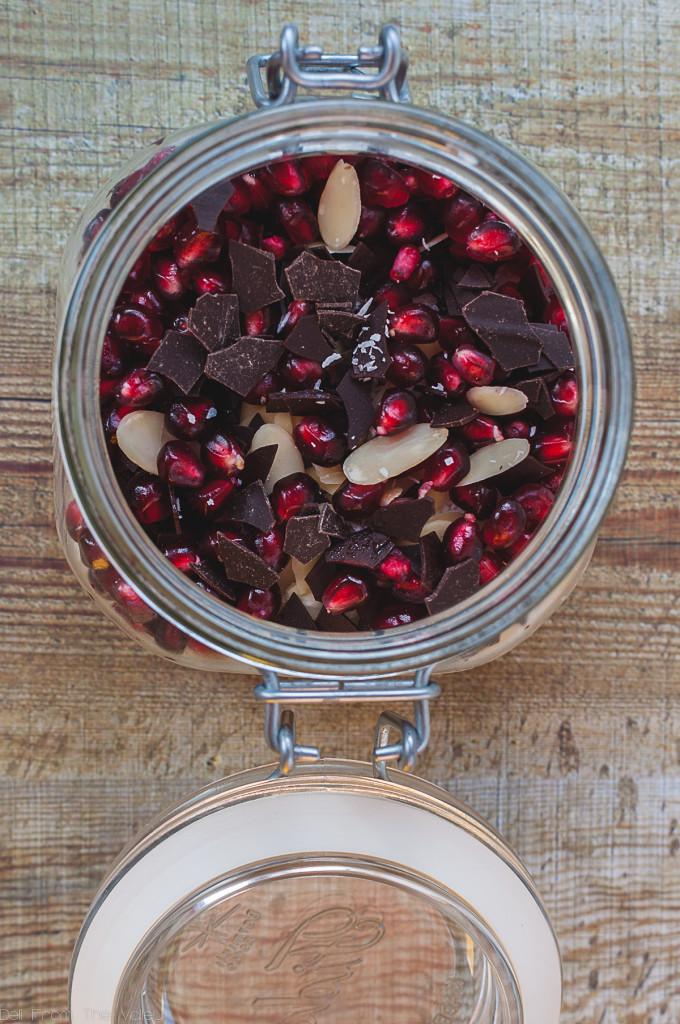 Overnight Oats Pomegranate Chocolate Coconut