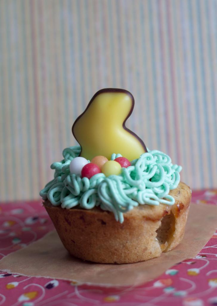 vegane Stachelbeer-Mandel-Cupcakes mit Oster-Deko